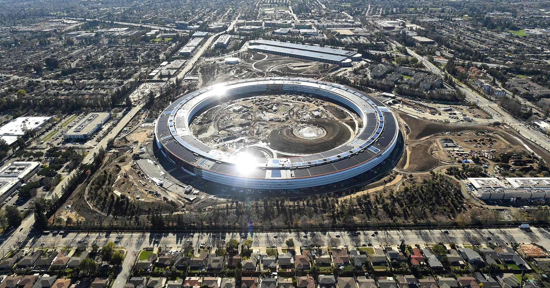 Foster+Partners designed Apple Park like a spaceship.