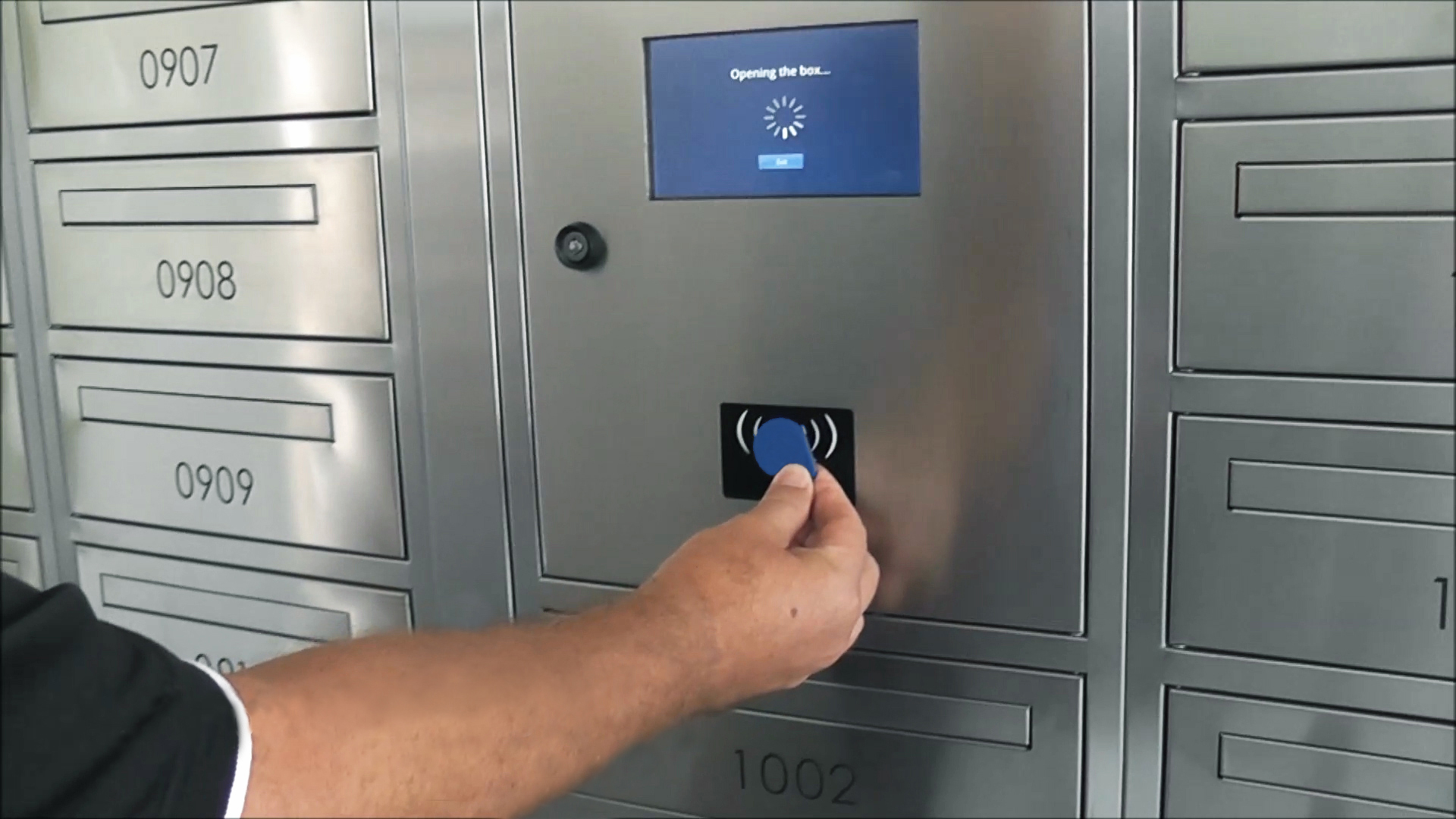▲ Parcels requiring signatures are electronically signed for by the parcel locker and all movements are fully logged.