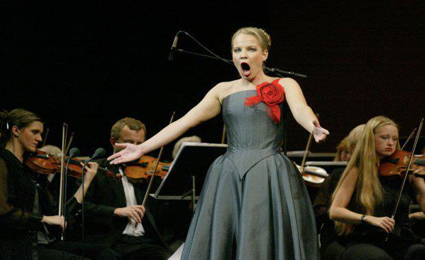 150828-opera-singer_620x380