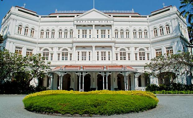 151211-singapore-raffles-hotel-main-entrance_620x380