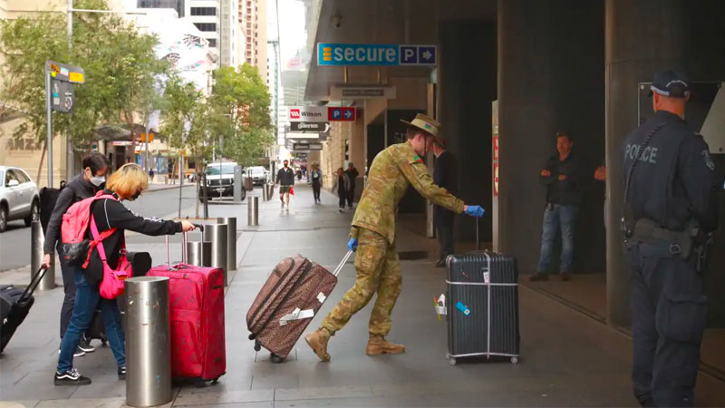 ▲ Over the past month, more than 72,000 people have arrived in Australia and been required to undertake 14 days of mandatory quarantining in hotels—an average of 2,400 a day.