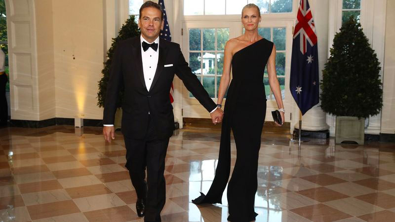 ▲ Lachlan Murdoch, whose net worth is estimated at $3.62 billion, and wife Sarah. Image: Associated Press