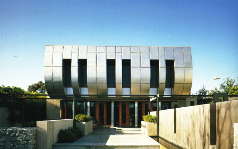 Fender Katsalidis, the architect's responsible for designing the gallery, also designed the Wave House, Buxton's private residence. The Wave house was completed in 2002.