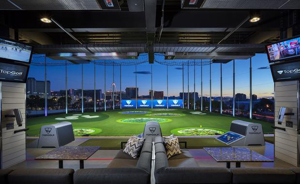 3168_topgolf-las-vegas-hitting-bay-night-01_620x380