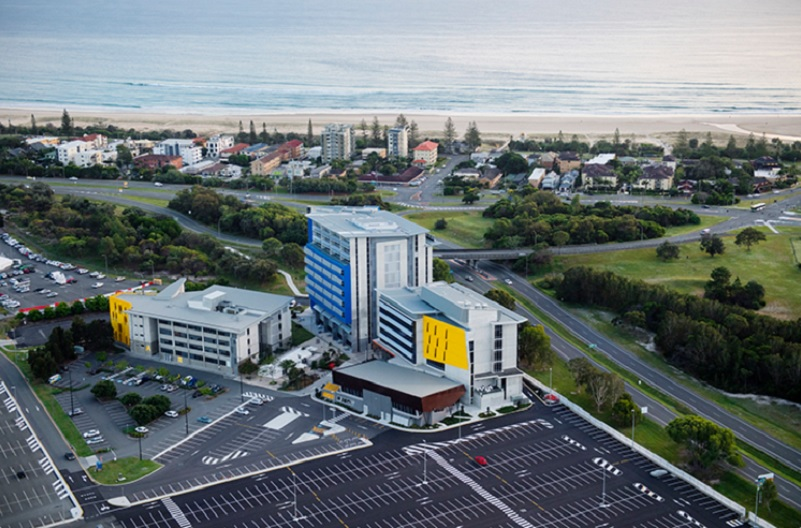▲ Southern Cross University's Gold Coast campus buildings are blue, yellow and grey located next to the airport near Kirra beach.