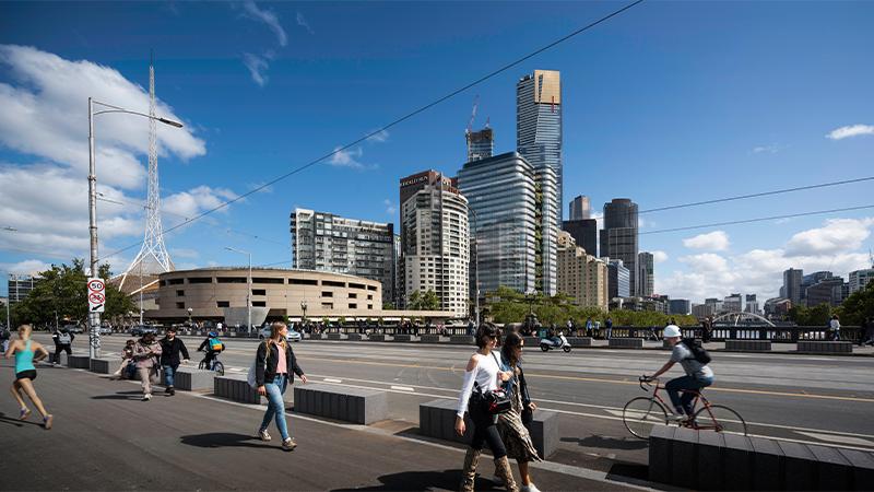 ▲ The 21-storey riverside tower is designed by Melbourne firm Fender Katsalidis.