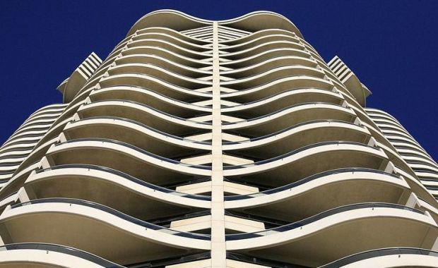 800px-Sydney_Inner_City_Apartment_Living_-_Alex_E