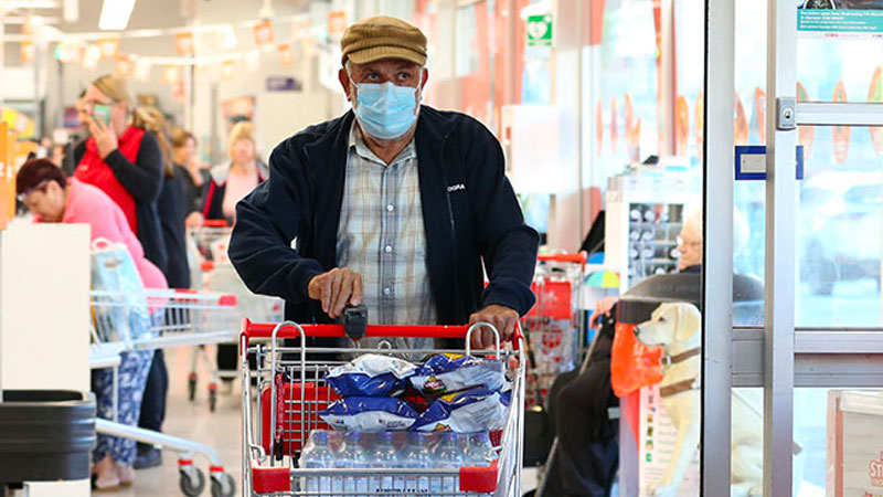 ▲ The Retail Association says people need to continue to take personal responsibility for social distancing.