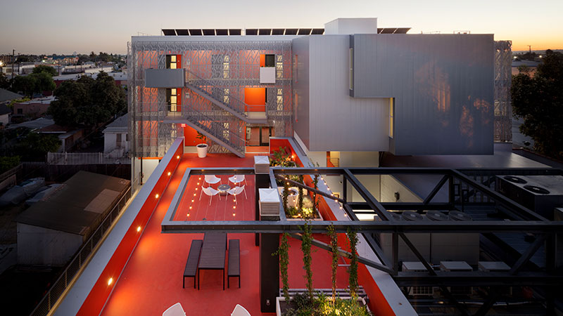 ▲ Koning Eizenberg transformed a 1926 building in Los Angeles into a piece of modern residential architecture with an integrated photovoltaic system, a new perforated metal skin and a rooftop garden. Image: Supplied