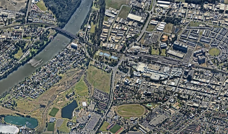 An aerial image of Penrith in 2017 with the Napean River, train line and developments in the region.