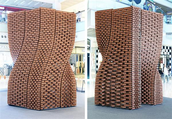 Over a period of three weeks, approximately 700 kilograms of raw terracotta clay were 3D printed into individual bricks.
