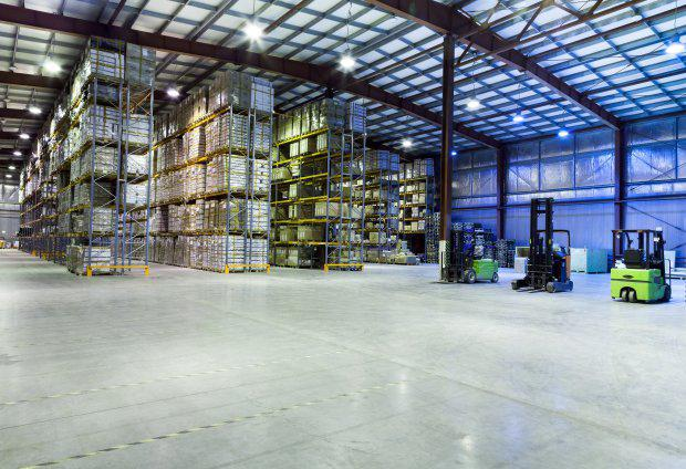 Large-modern-warehouse-with-forklifts-e1463714467468