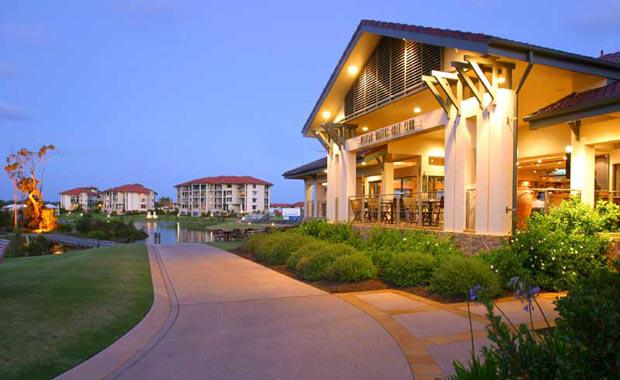 Pelican_Waters_Golf_Club_01_Clubhouse