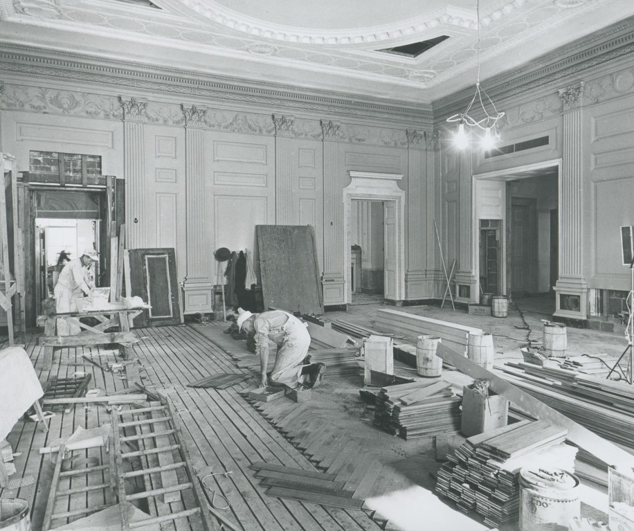 Carpenters lay the quartered white oak flooring in a herringbone pattern in the State Dining Room on January 23, 1952. Source: whitehousehistory.org