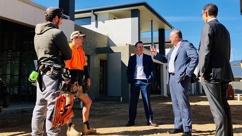 ▲ Anthony Albanese, opposition housing minister Jason Clare speak with Master Builders and ACTU representatives.
