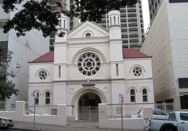 ▲ The Brisbane Synagogue has neo-Romanesque and neo-Byzantine architectural styles as well as a large rose window.