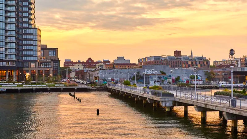 ▲ The major urban regeneration project will also rework some of the public waterfront esplanade, improving the connection to the India Street Pier and NYC Water Ferry.