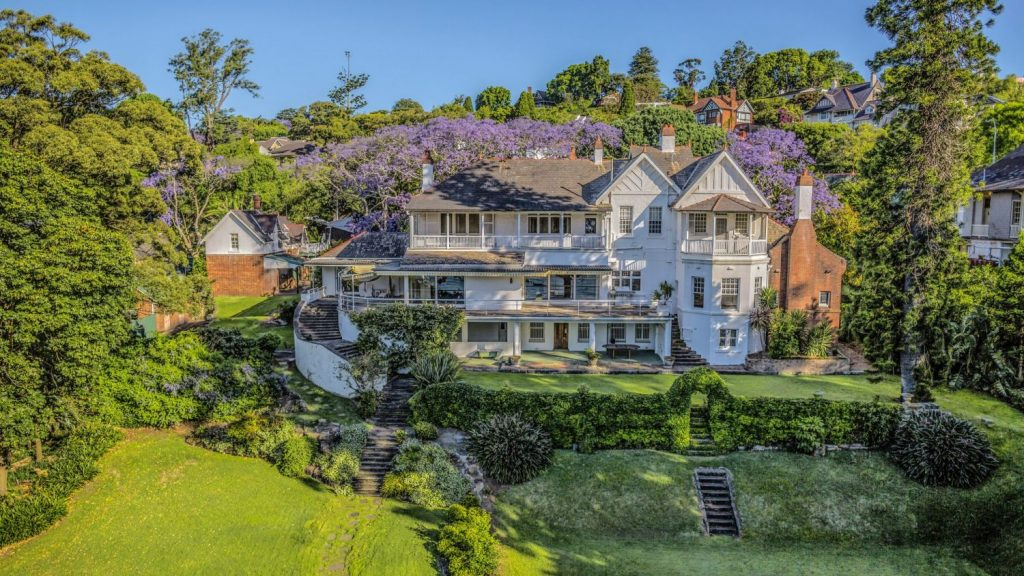The Elaine estate, next door, sold for $71 million in 2017 to Atlassian co-founder Scott Farquhar.