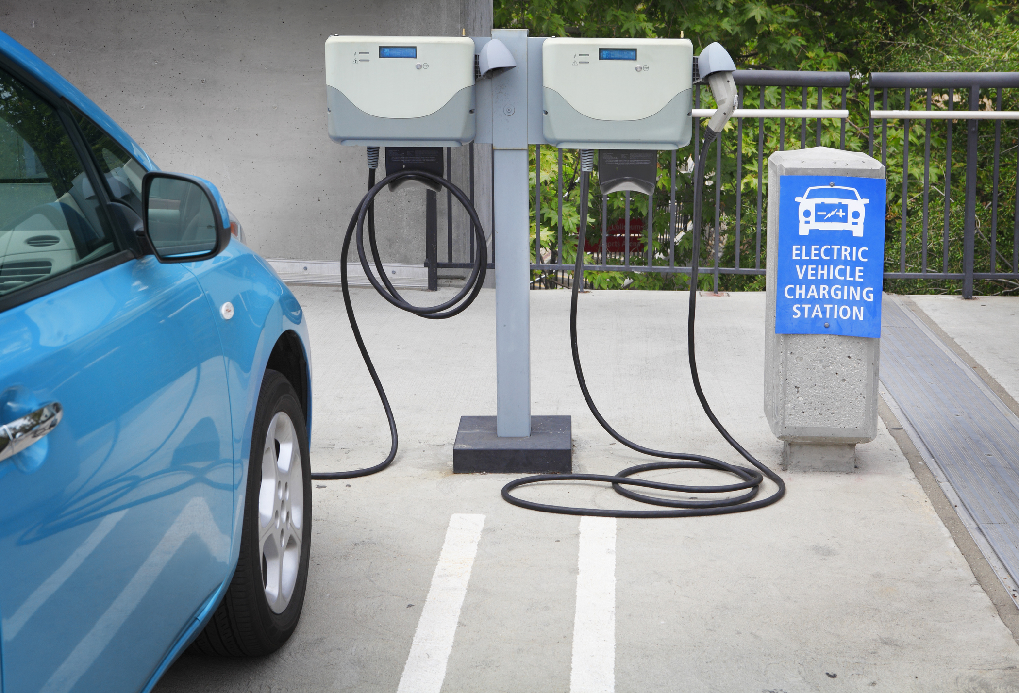 A national fast-charging network for electric cars should be built in the next five years, says IA. Australia currently has less than 800 stations nationally.