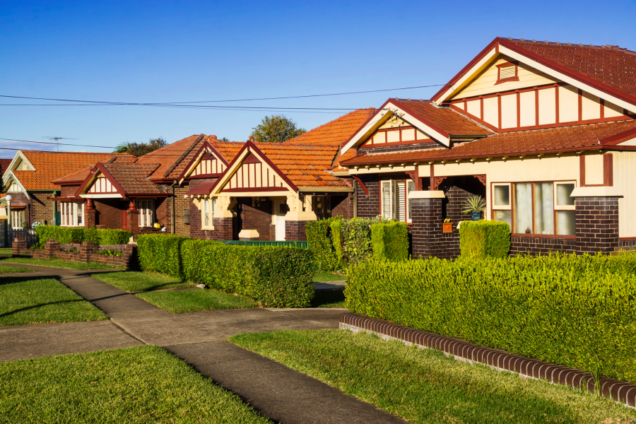 Sydney house prices fell 3.1 per cent over the September quarter, while unit prices fell 0.7 per cent in the same period and 1.3 per cent over the year to $735k.