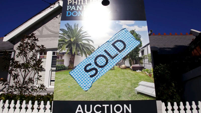 ▲ Analysts are worried new listings and sales could continue to contract before bouncing back once the pandemic eases.