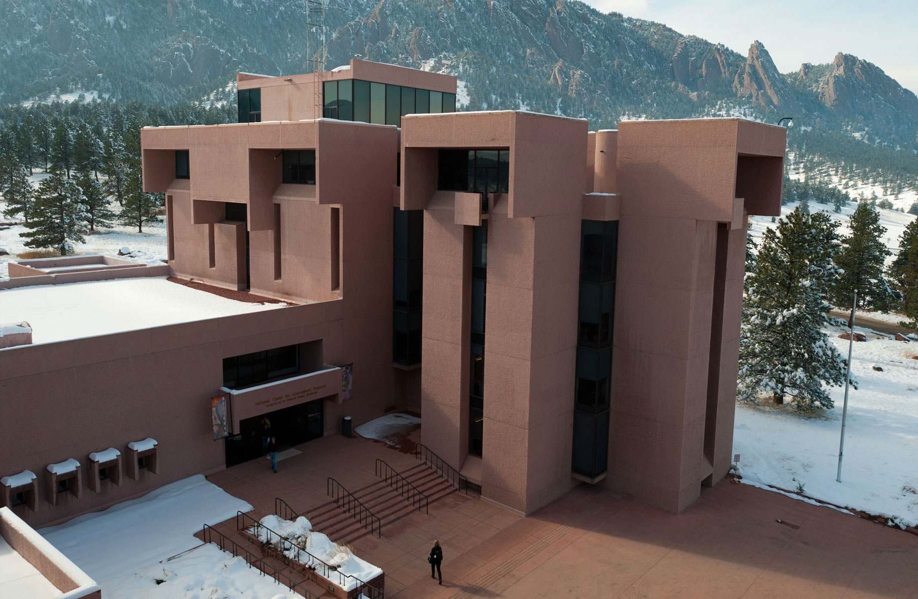 ▲ The National Center for Atmospheric Research in Boulder, Colorado, built in 1967, echoes the Rocky Mountain foothills.
