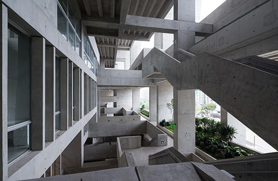 ▲ Grafton Architect's Universidad de Ingenieria y Tecnologia in Peru won the 2016 RIBA International Award.