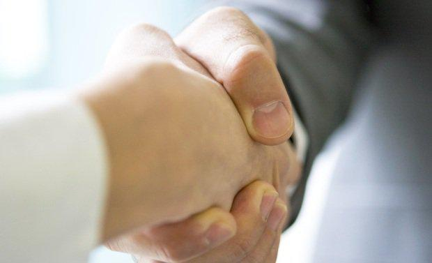 handshake-e1437521429114