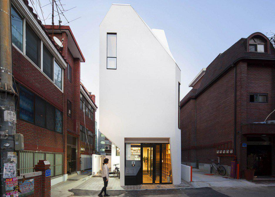 horn-theplus-architects-house-seoul-south-korea-six-metre-site-white-office-block_dezeen_1568_0-936x669.jpg