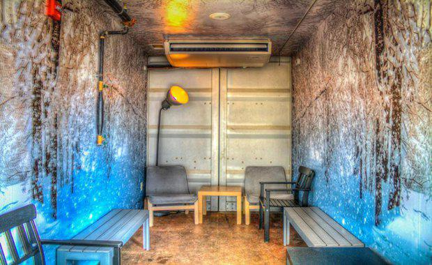 shipping-container-bar-3_620x380