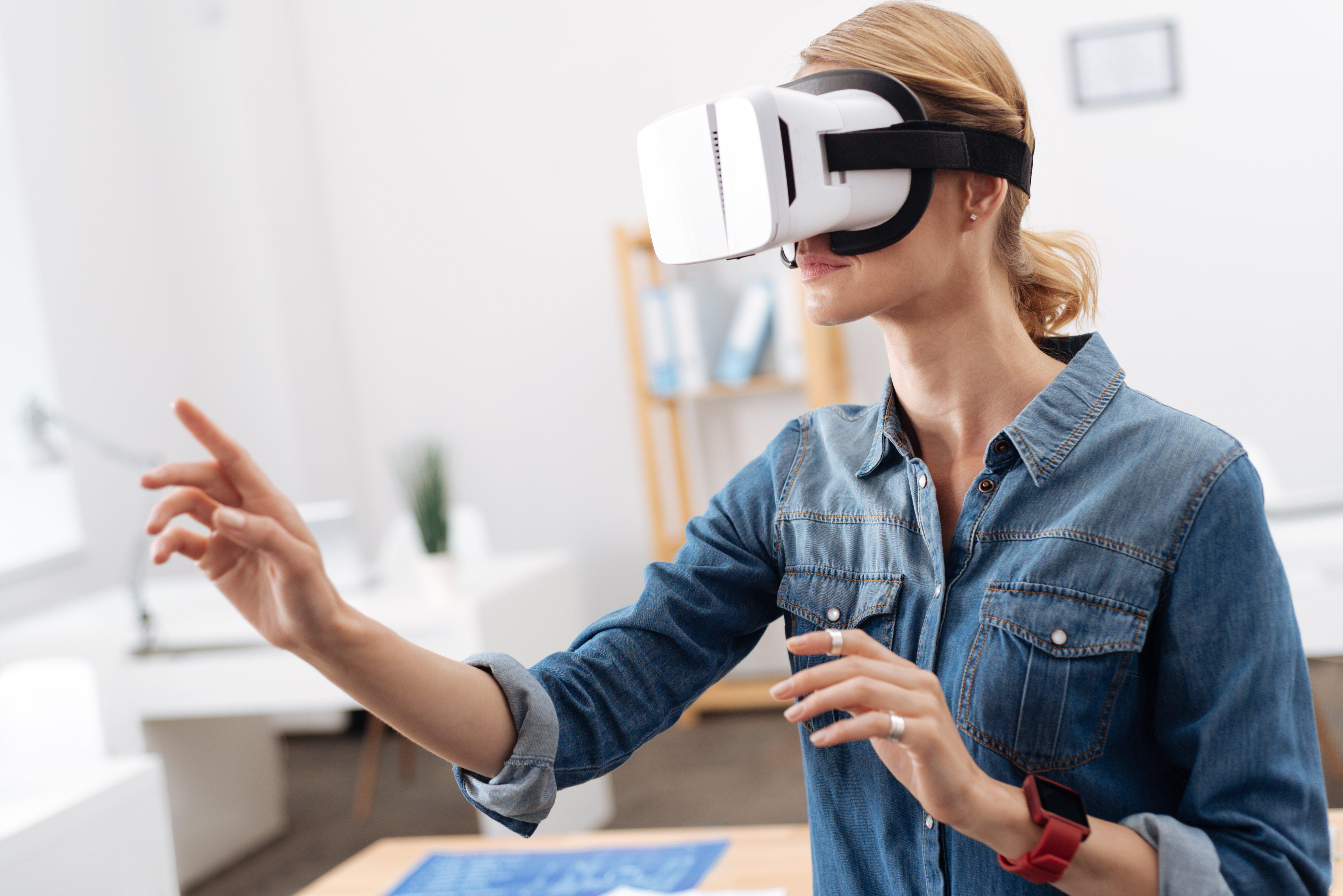 Phone-based VR kits trade mobility and affordability for a lower screen resolution. Image: Shutterstock